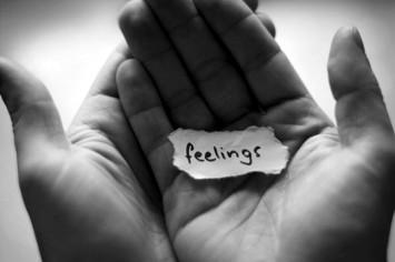 feelings note in hands